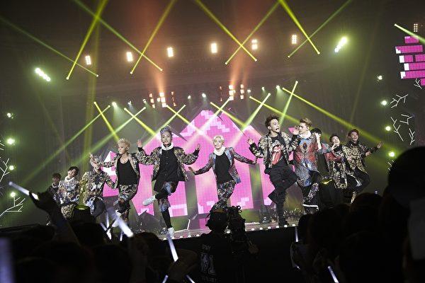 SM家族演唱會紀實電影畫面,圖為EXO。(公關提供)