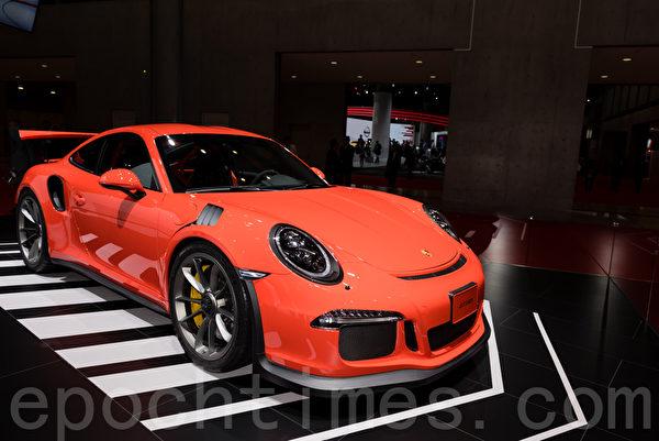 保時捷公司出展的「911 GT3 RS」跑車。(遊沛然/大紀元)