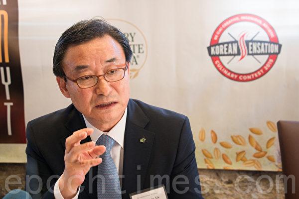 韩国农水产品贸易公司副总裁俞忠植。(李晴照/大纪元)