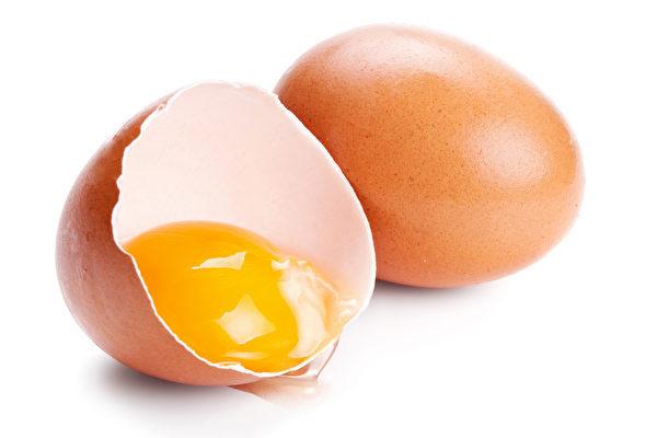 從蛋黃的顏色可以簡單判斷雞蛋是否健康。(Fotolia)