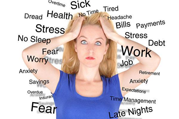 现代人生活充满压力、紧张,遇到焦虑一时束手无策,除了努力保持冷静之外,在theatlantic.com一文中,专家提出关键一招,用一句话影响结果。(Fotolia)