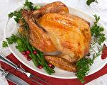 今年的感恩节顾客仍可以毫无困难的买到比去年更便宜的火鸡。图为烤火鸡。(Fotolia)