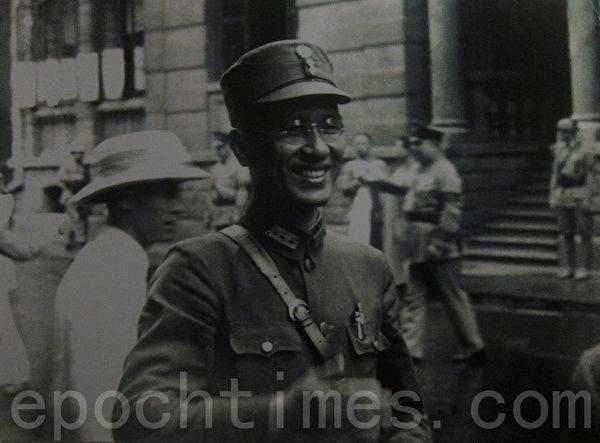 """1938年初,白崇禧将军提出抗日持久战方针:""""积小胜为大胜,以空间换时间,以游击战辅助正规战,与日军打持久战。""""此方针为最高当局采纳,成为抗日最高战略原则和指导方针。图为1938年6月5日,白将军参加军委会部署武汉会战的最高军事会议,并出任抗战史上规模最大的武汉会战江北战场最高指挥官。(翻摄:钟元/大纪元)"""