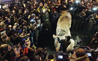 全球数千共产主义相关雕像被推倒炸毁