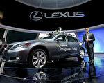 2013年1月8日,雷克萨斯在洛杉矶的车展中展示的LS车型。(Justin Sullivan/Getty Images)