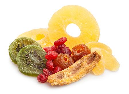 干果容易在牙齿之间留下糖分,而导致龋齿。(fotolia)