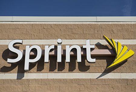美国联邦通讯委员会(FCC)预计4月27日将解除电信公司合并的禁令,华尔街预期T-Mobile、Sprint公司、Dish Network公司或将拔得头筹。(Photo credit should read SAUL LOEB/AFP/Getty Images)