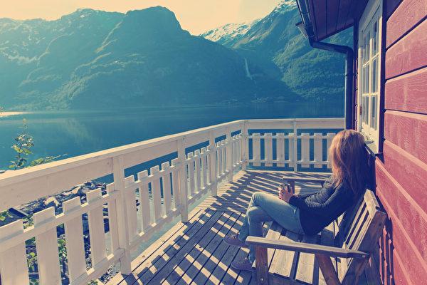 数据显示,挪威人每天会花费15.6小时与家人在一起或凝望海湾。(fotolia)