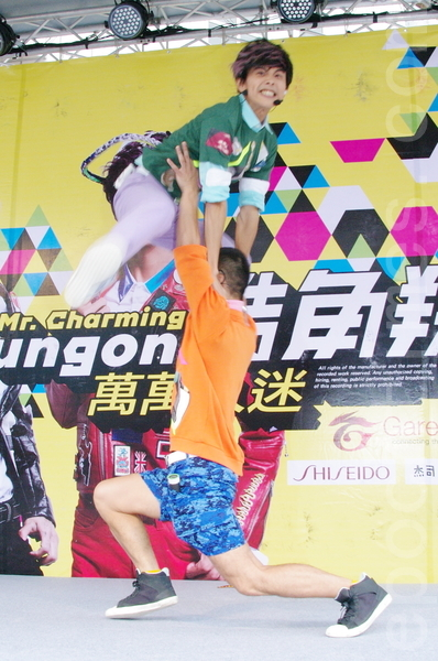 浩角翔起于2015年11月1日在台北为第三张EP举办签唱会。(黄宗茂/大纪元)