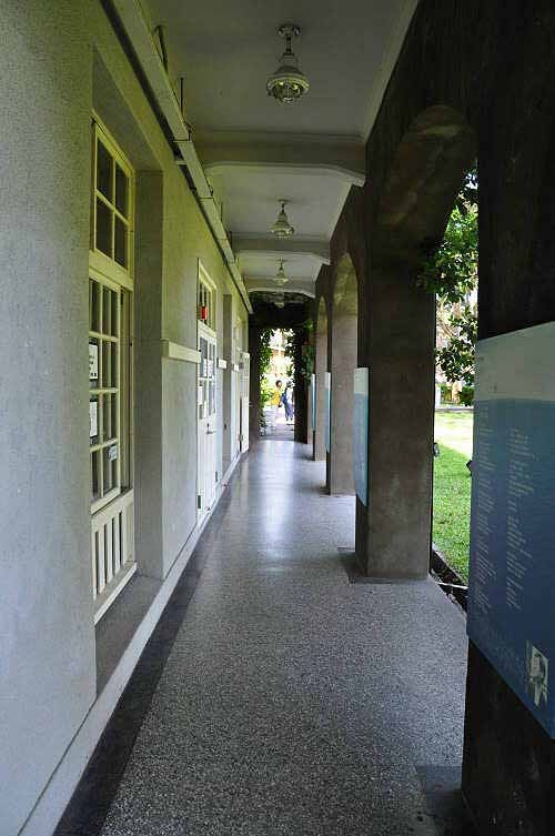 主建筑物正面及背面都设有拱廊。  (图片提供:tony)