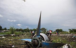 一架俄籍貨機在南蘇丹朱巴起飛時,從距離跑道800公尺的空中墜落。(CHARLES LOMODONG/AFP)
