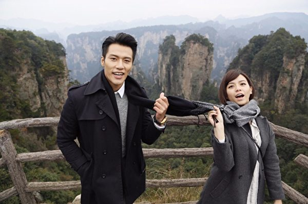 張睿家(左)、宋芸樺在大陸取景拍攝新劇。(聯意製作提供)