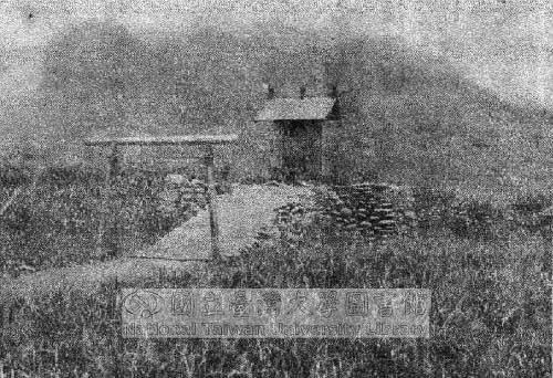 大正三年(1914),日军建立的小神祠,祭祀新城事件遇害同袍。 资料来源:国立台湾大学台湾旧照片资料库。 (图片提供:tony)