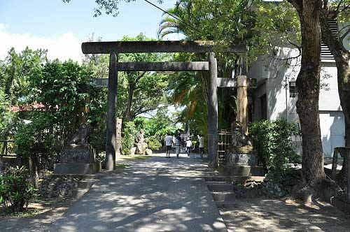 昔日新城神社本殿前的鸟居(图片提供:tony)