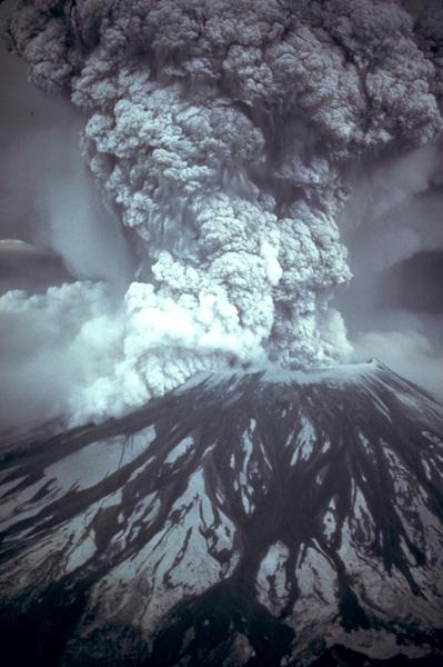 1980年5月18日,華盛頓州聖海倫火山(Mount St. Helens)爆發,是美國歷史上死傷人數最多、經濟損失最大的一次火山爆發。(維基百科公有領域)