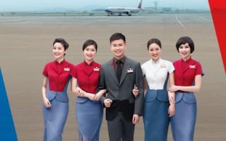 组图:台湾华航首见男空服当月历大使