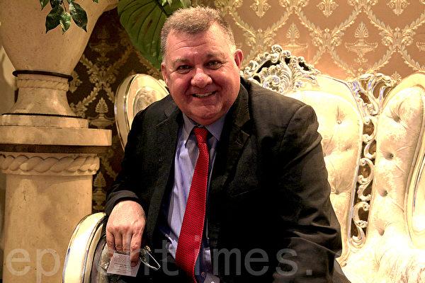 11月6日晚,在悉尼西区坎利高地水晶宫酒家(Crystal Palace Restaurant Canley Height)越南人权基金会举办了为人权募捐的年度晚宴。图为联邦议员Craig Kelly(袁丽/大纪元)