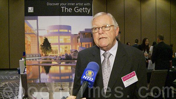 蓋蒂博物館遊客服務協調員David Singleman表示,為迎接中國遊客, 蓋蒂中心增加了很多中文服務。(楊陽/大紀元)