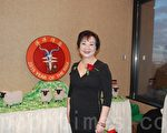 华社侨领王珠娥出席社区2015年羊年新春晚会。(伊铃/大纪元)