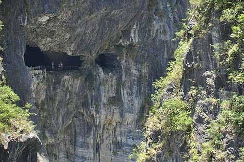 燕子口立雾溪峭壁上的壶穴。 (图片提供:tony)