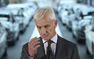 德国大众汽车的尾气门丑闻一个接一个,最近又曝光,有80万辆车的CO2排放也造假。这次不仅涉及大众,也涉及保时捷、奥迪,而且包括汽油车。总裁穆勒原来就是保时捷监事会主席。(Sean Gallup/Getty Images)