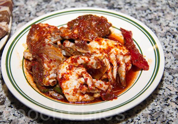 晚餐才有的辣味小蟹。(許心如/大紀元)