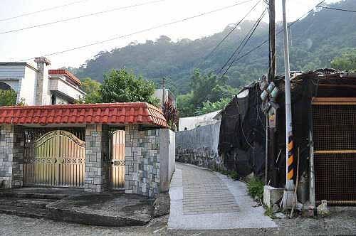 年古圳步道入口(至善路三段71巷21弄),位于公车站牌对面(图片提供:tony)