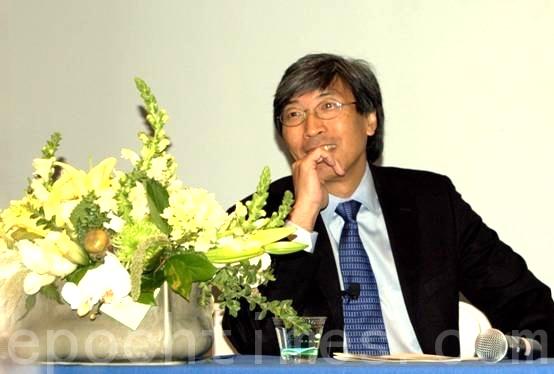 黄馨祥博士(Patrick Soon-Shiong)荣获2016年美国富兰克林大奖。图为他应邀在2010圣地亚哥中华科工会举行的台美生物工程研讨会上演讲他关于电子医护的前瞻性设想。(杨婕/大纪元)