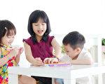 好的幼教老师会使用有创意的技巧,让每件工作都变得好玩。(Fotolia)