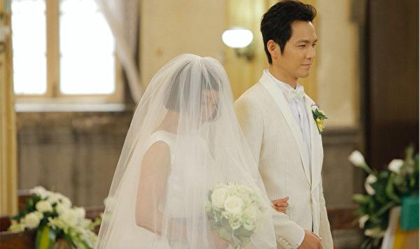 圖為劇照,鍾漢良與周迅再次步入禮堂。(好孩子國際提供)