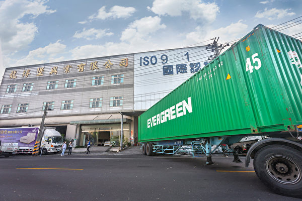 龍得堡工廠每月外銷一個45呎的貨櫃,近200張床墊。(圖:李佳竛SamLee提供)