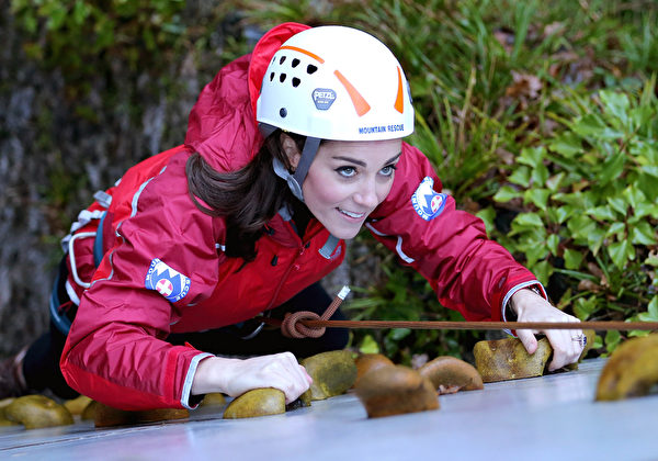 凱特向上攀爬。(Chris Jackson/Getty Images)
