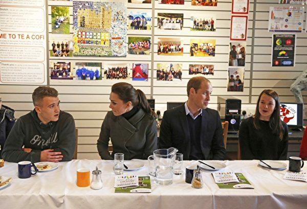 威廉王子和凱特王妃參觀了一個名為Gisda的慈善機構,該機構為無家可歸的年輕人提供食宿。(Phil Noble /Getty Images)