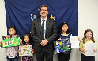 图为(从左至右)萨宾娜徐、杰西卡张、布朗斯坦、艾丽莎-赵和Madelyn Brosi。(图片由布 朗斯坦议员办公室提供)