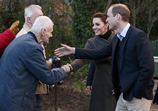 威廉王子和凱特王妃參觀了威爾士北部的一個Men's Sheds movement項目。(Phil Noble - WPA Pool/Getty Images)