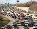感恩节出行,如何避免公路拥堵。(Scott Olson/Getty Images)