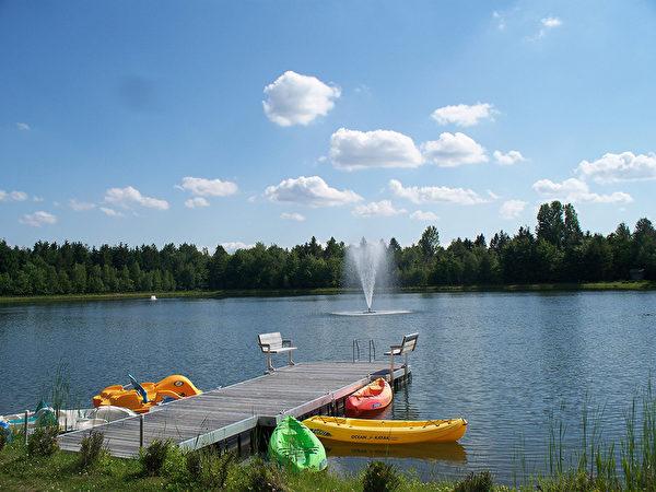 图:Le Lac à la Fontaine的湖水清澈见底,可以直接饮用。(Le Lac à la Fontaine提供