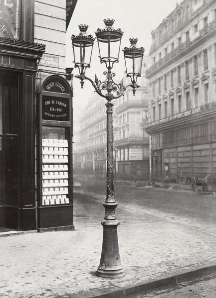 街燈:1860年,巴黎有五萬六千盞煤氣街燈,獲得了燈之城的美譽。(公共領域)