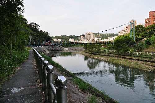 返抵暖暖亲水吊桥。来回约1公里路,约半个小时路程。 (图片提供:tony)