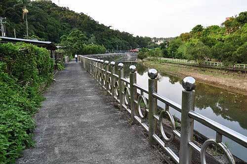 暖暖溪河滨步道(左岸)。 (图片提供:tony)