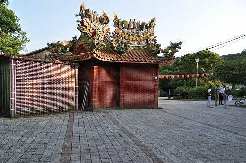 双生福德宫,两座土地公庙比邻而立。 (图片提供:tony)