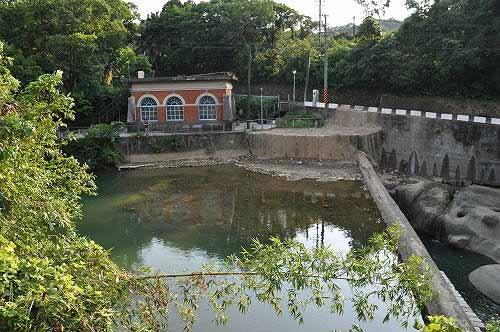 暖暖百年帮浦间,位于暖暖溪的岸边。 (图片提供:tony)