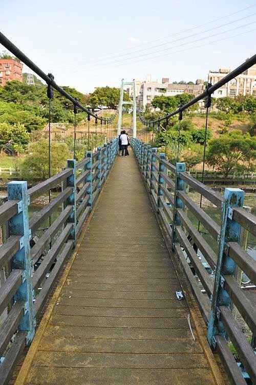 暖暖亲水吊桥。(图片提供:tony)