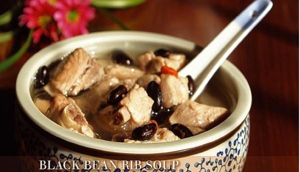 黑豆排骨汤。(网路图片)