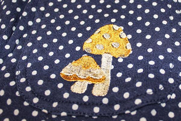 精緻的刺繡圖案的上衣。(譚安大紀元)