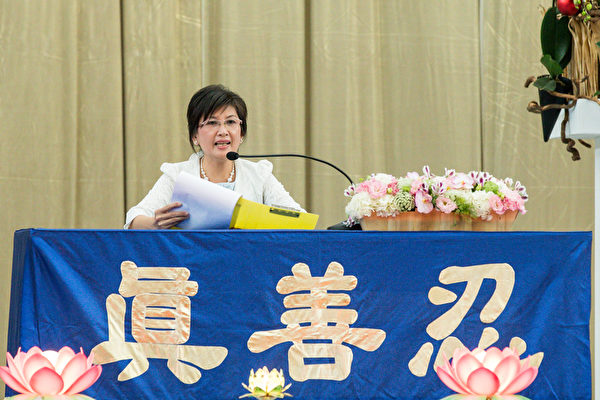 2015法轮大法台湾修炼心得交流会11月29日在台大体育馆召开,罗玉妹交流修炼心得。(白川/大纪元)