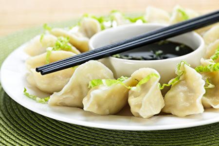 """""""煮饺子点三次凉水"""",跟过去烧柴煮饭的烹饪方式有关。(Fotolia)"""