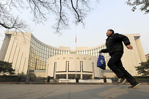 中共銀監會表示,今年上半年,中國銀行業不良貸款比率達到2010年以來的最高水平,為1.8萬億元人民幣左右。圖為中國人民銀行在北京的總部。(LIU JIN/AFP/Getty Images)