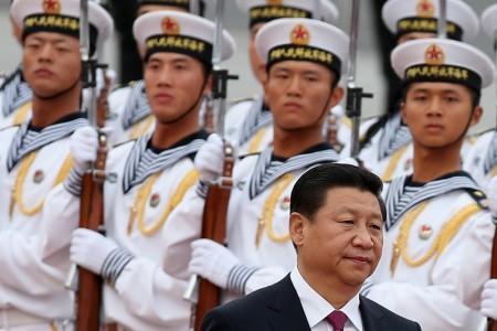 2014年11月6日,中共軍報發表評論文章,力挺習近平在中共十八屆四中全會上強調的「依法治軍、從嚴治軍」主張。(Feng Li/Getty Images)