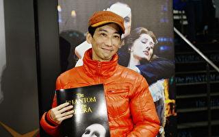 香港喜剧演员张达明2014年末出席《歌声魅影》首演资料照。(宋祥龙/大纪元)